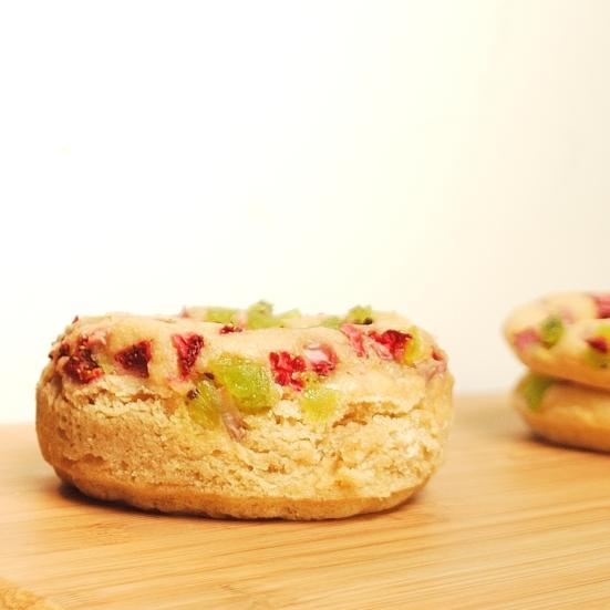 strawberry kiwi baked donuts